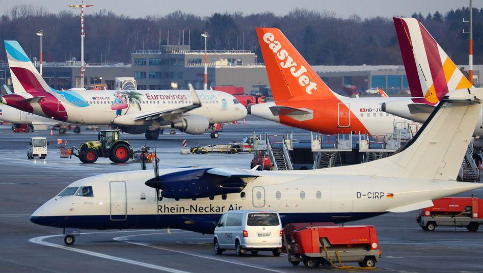 Maschinen verschiedener Fluggesellschaften