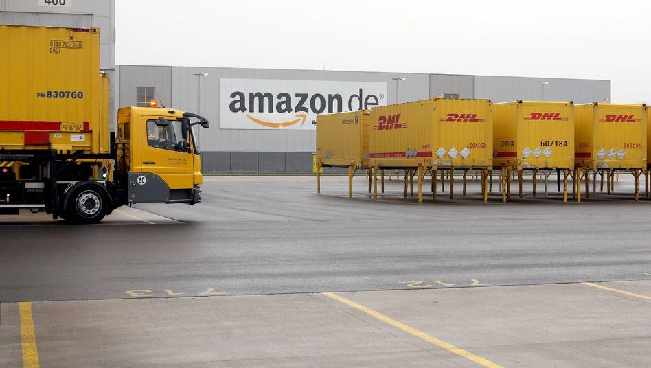 Amazon Waren-Zentrum in Rheinberg (Archiv): Händler oder Logistiker?