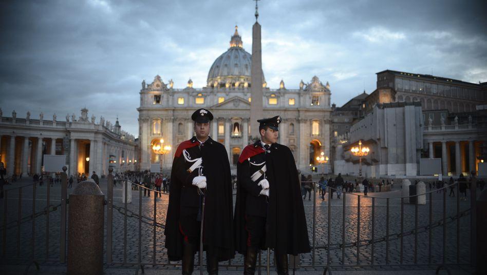 Carabinieri vor dem Vatikan: 300 Millionen Euro auf dem Konto der Bank