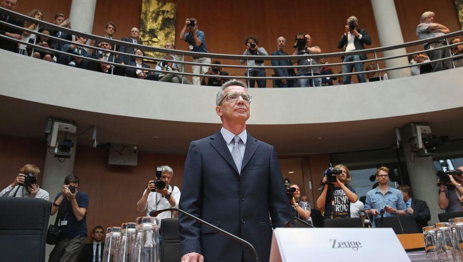 """Verteidigungsminister de Maizière: """"Hier liegt der Geburtsfehler des 'Euro Hawks'"""""""