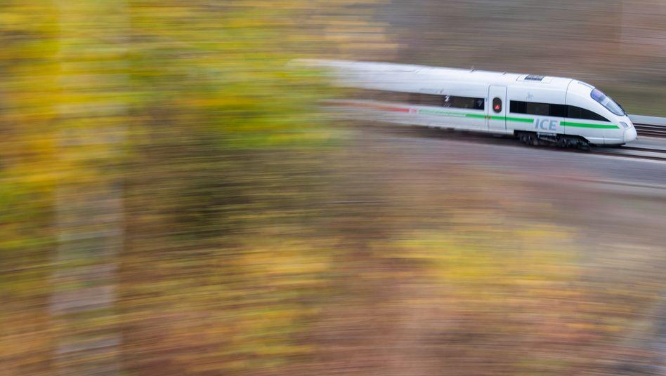 Ein ICE bei Hannover: Wenn es nach den Grünen geht, bekommt die Politik bei der Streckenplanung mehr Mitspracherecht