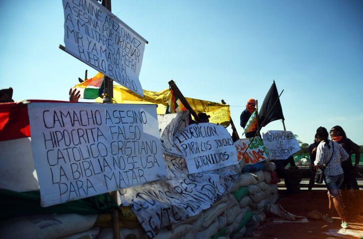 Brückenblockade mit Protesten gegen die neue Regierung in Yapacani