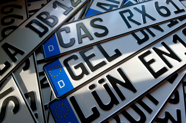 Nummernschilder: Alte Kennzeichen können auch nach Umzug behalten werden