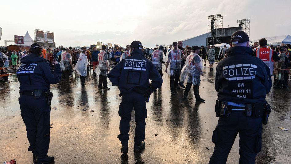 """Polizisten sperren das """"Southside""""-Gelände ab"""
