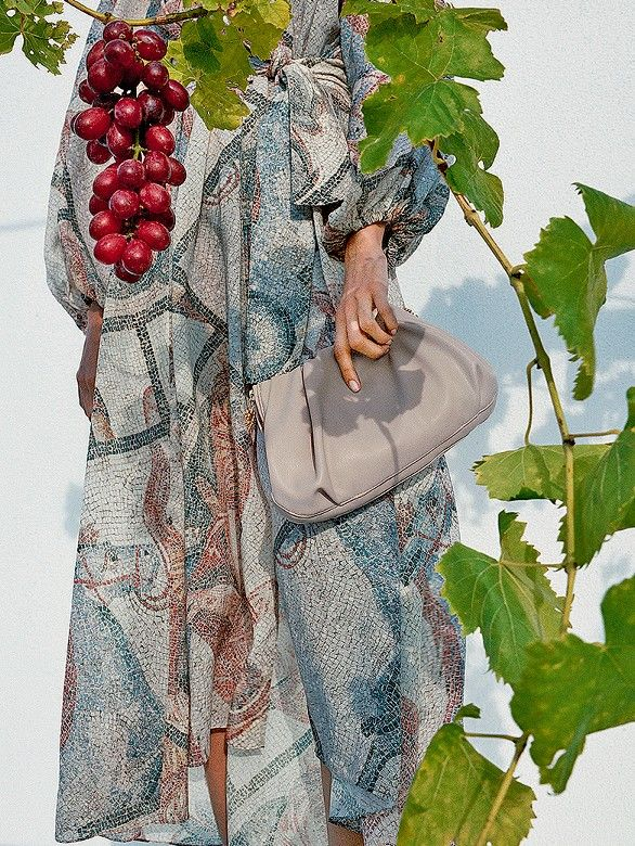 Fruchtzwerg: Tasche aus Traubenextrakten aus der Conscious-Kollektion von H&M Foto: H&M