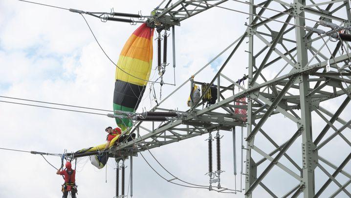 Höhenkletterer: Lebensrettung auf dem Strommast
