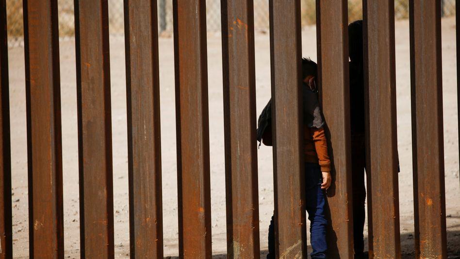 Kinder an der Grenze zwischen Mexiko und den USA