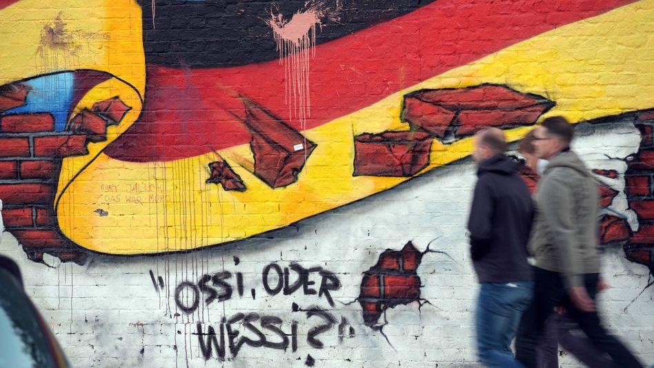 Ein Graffito in Berlin mit der Nationalflagge (Archivbild)