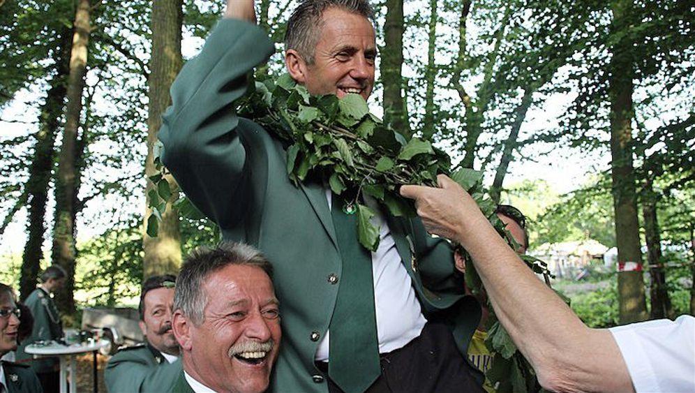 "Schwuler Schützenkönig: ""Nimm doch den Olli!"""