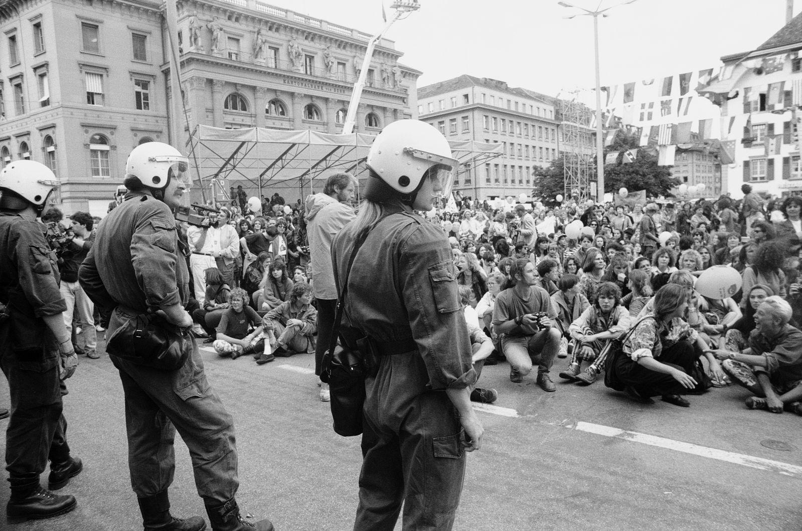 Frauenstreiktag, Sitzstreik vor dem Bundeshaus