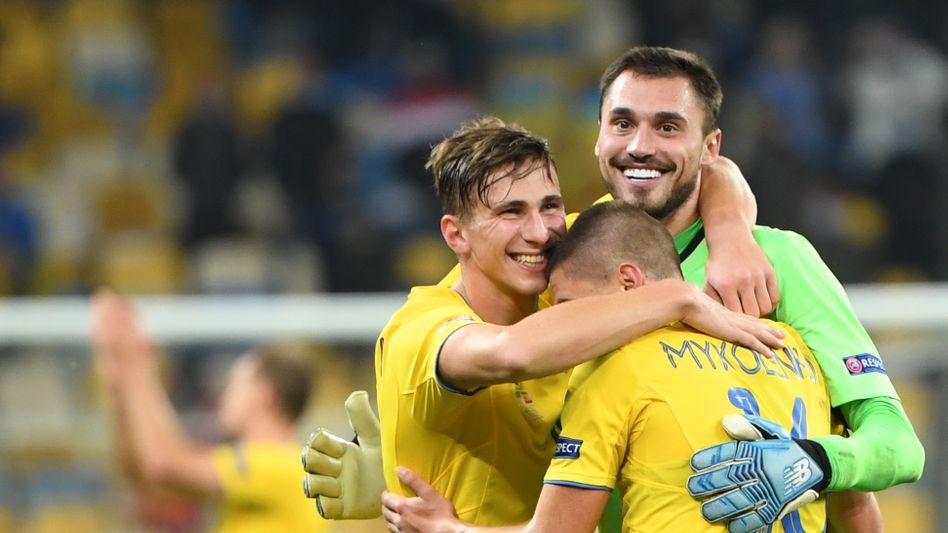 Torhüter Georgiy Bushchan (rechts) und Innenverteidiger Ilya Zabarnyi (links) feierten kürzlich ihr Debüt - nun schlugen sie Spanien