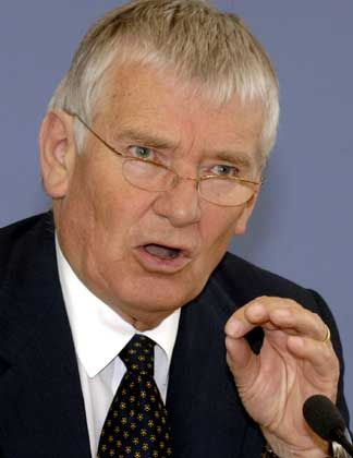 Pressefreiheit Schily Verteidigt Razzia Bei Cicero Der