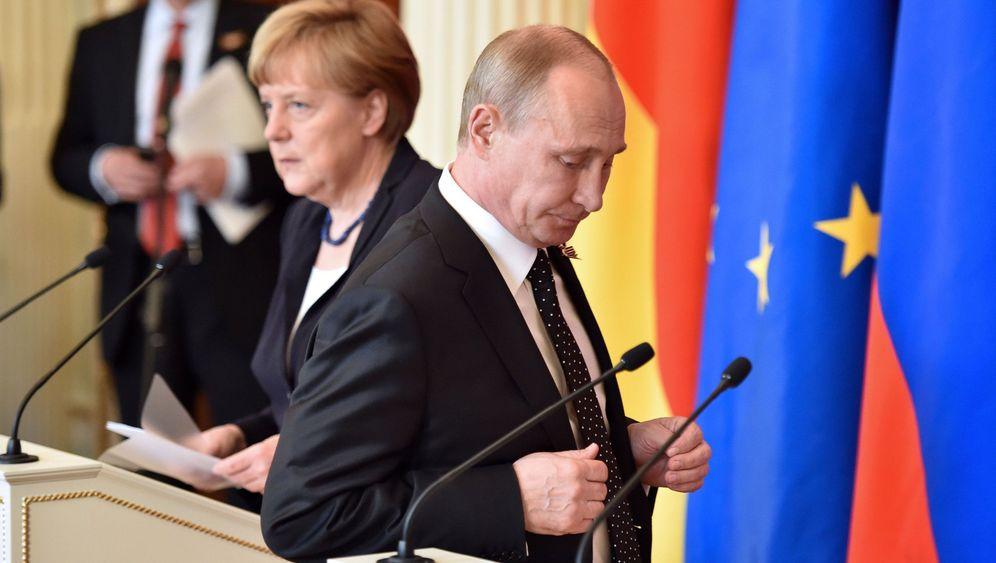 Merkel in Moskau: Verbindliche Gesten, klare Worte