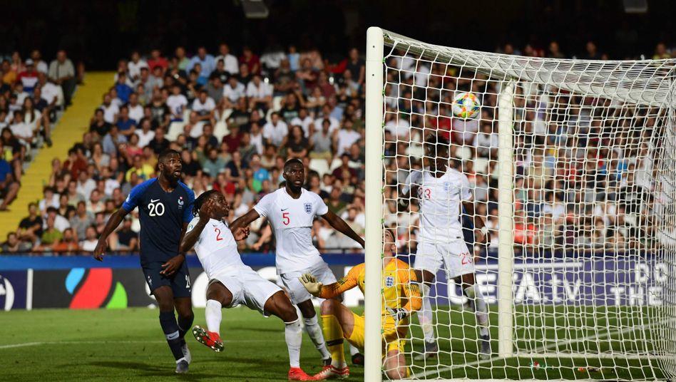 Englands Aaron Wan-Bissaka entschied das Spiel mit seinem Eigentor in der fünften Minute der Nachspielzeit