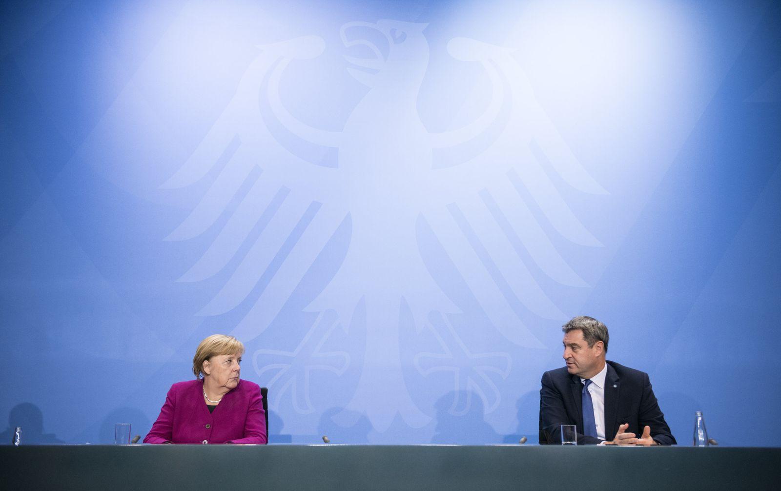 Pressekonferenz nach Treffen mit Merkel und Ministerpräsidenten