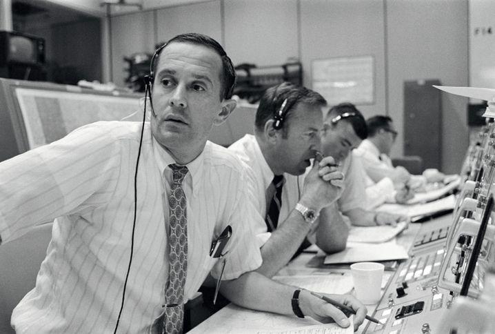 """Duke im """"Apollo""""-Kontrollzentrum mit Kollegen James Lovell und Fred Haise"""