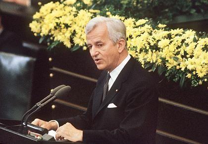 """Weizsäcker am 8. Mai 1985 im Bundestag: """"Ein Tag der Erinnerung"""""""