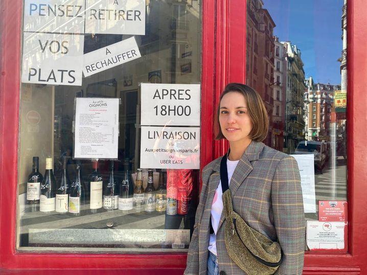 Louise Guerder vor dem Restaurant Aux Petits Oignons: Viele Bistros könnten die Krise nicht überleben