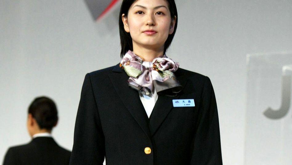 Modenschau der Japan Airline (Archiv): Uniformen sind in Japan sehr begehrt