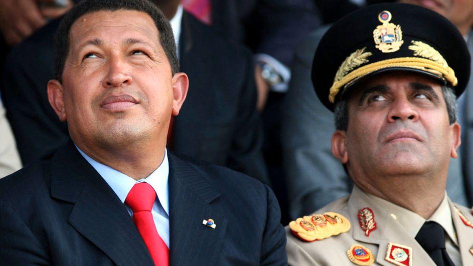 Ex-Staatschef Hugo Chávez (l.) mit seinem Verteidigungsminister Raúl Isaías Baduel im Jahr 2006