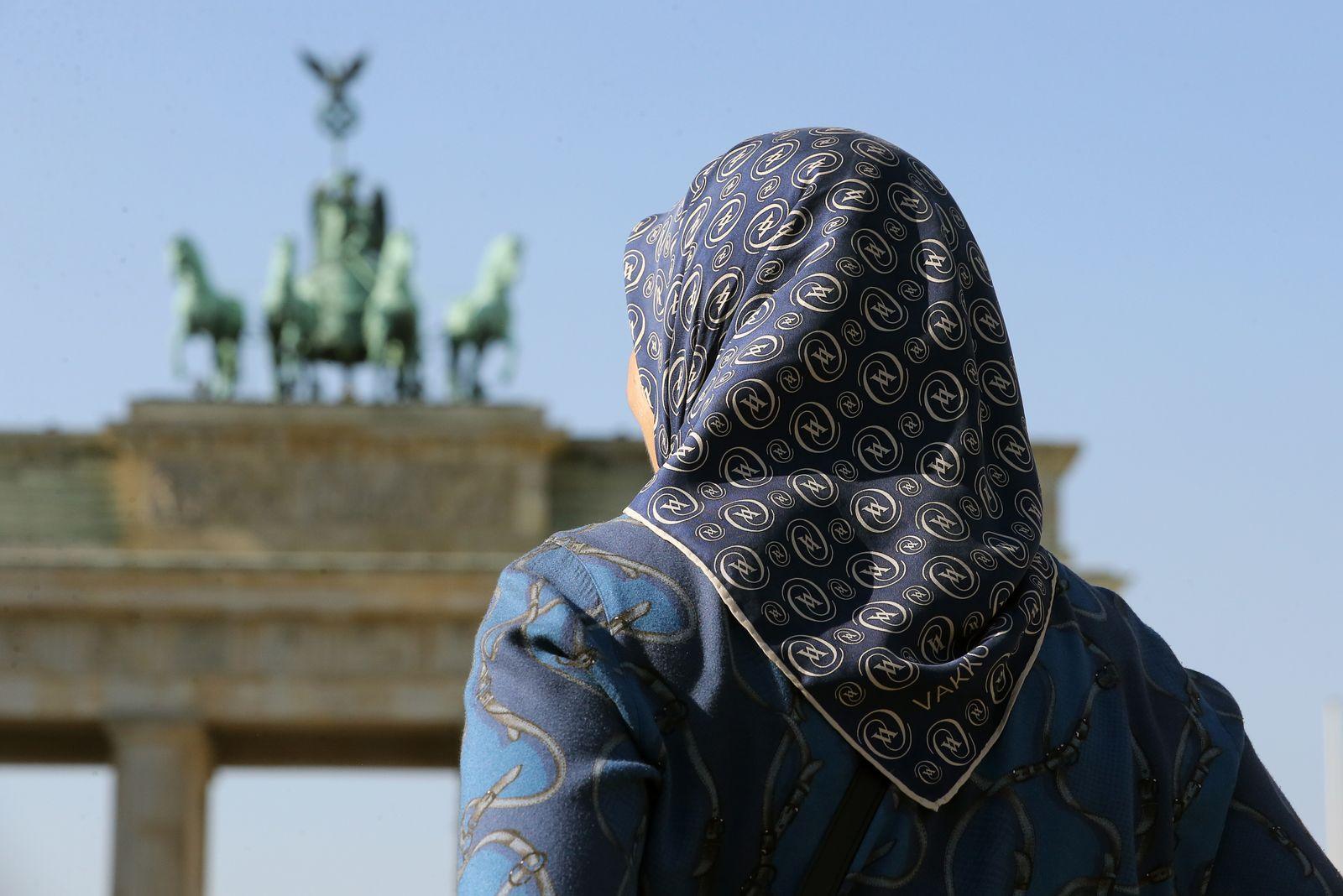 muslimische Frau / Kopftuch