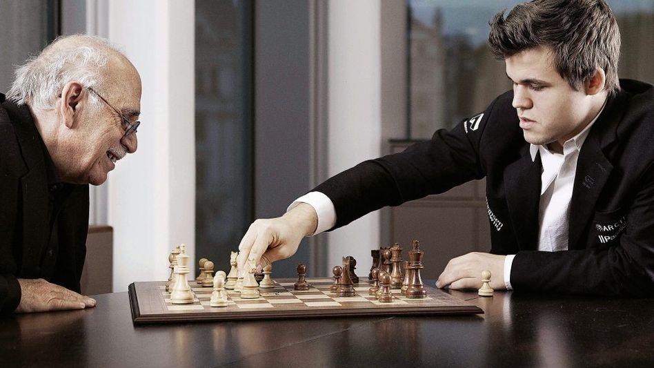SPIEGEL-Autor Follath, Schach-Weltmeister Carlsen:Kaltblütige Gelassenheit am Brett, die musste ihm keiner beibringen, die war ihm angeboren.