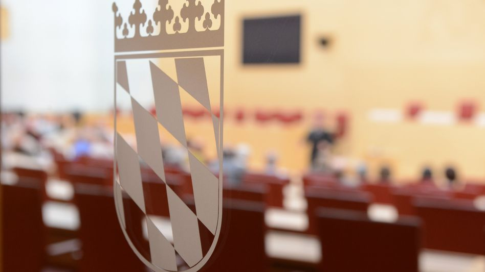 Bayerischer Landtag: Laut Staatskanzlei flossen 1,3 Millionen Euro an Verwandte