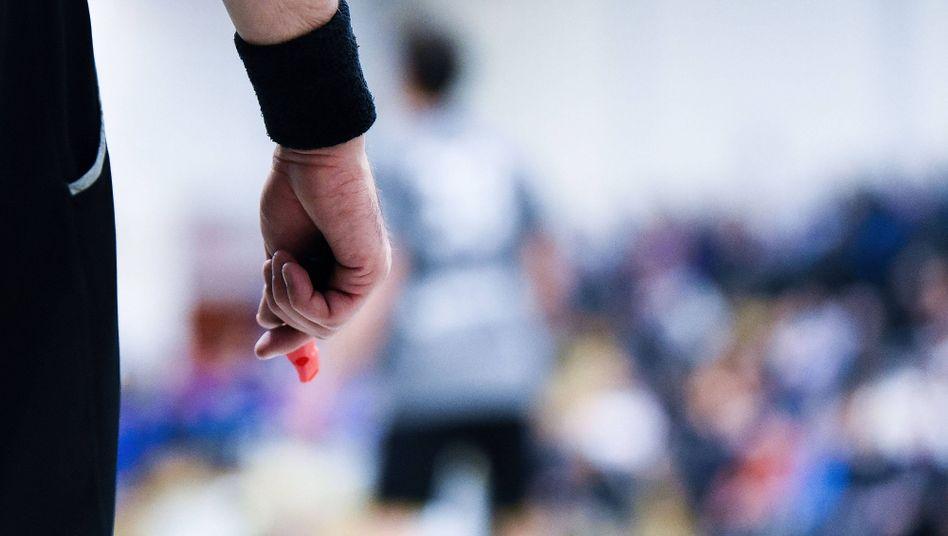 Fußball-Schiedsrichter: Per se eine Art Feind