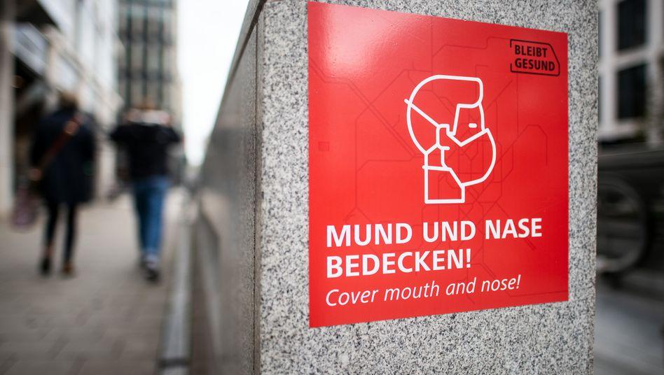 Hinweis auf Maskenpflicht in Düsseldorf: Am Dienstag will die Stadt eine neue Verfügung erlassen
