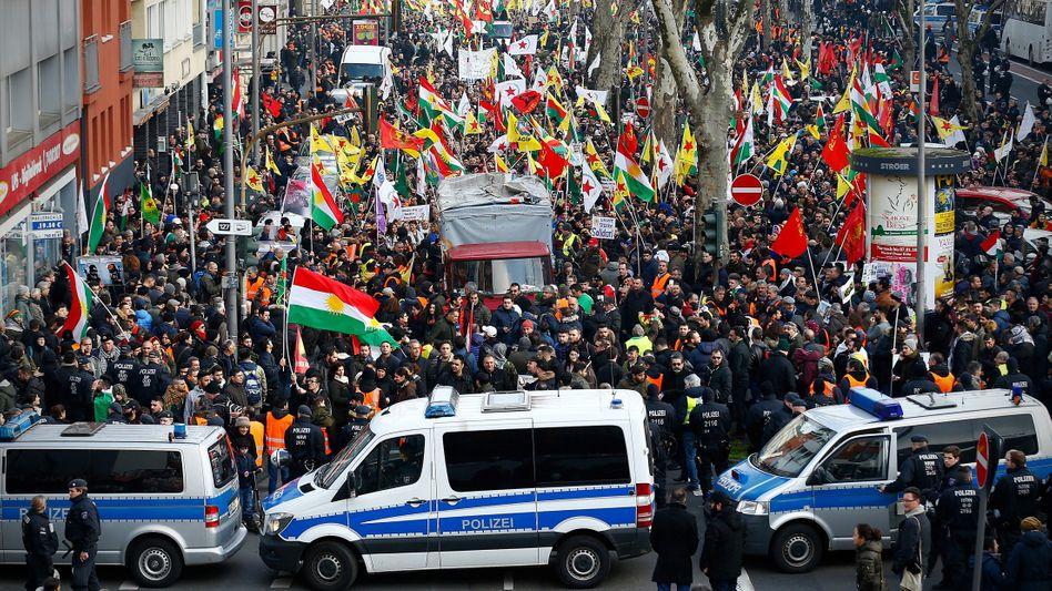 Prokurdische Demo in Köln (Januar 2018)