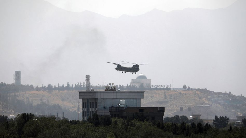 Evakuierung im Eiltempo: Helikopter über der US-Botschaft in Kabul