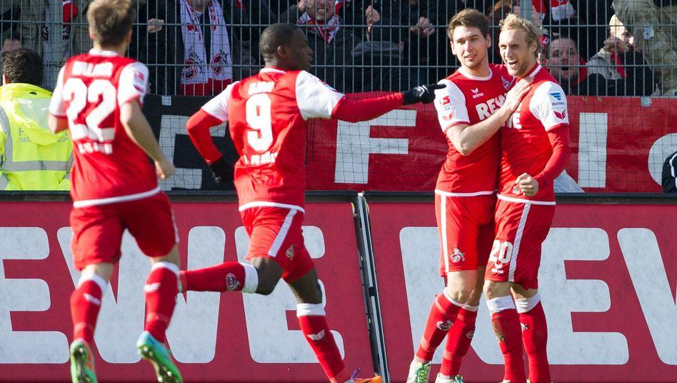 Kölner Profis, Torschütze Helmes (2.v.r.): Erster Sieg im Jahr 2014