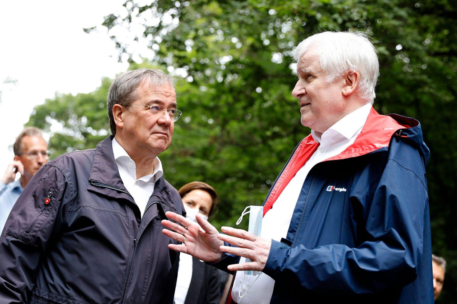 Armin Laschet und Horst Seehofer besuchen die Steinbachtalsperre im Kreis Euskirchen, um sich ein Bild von der angespann