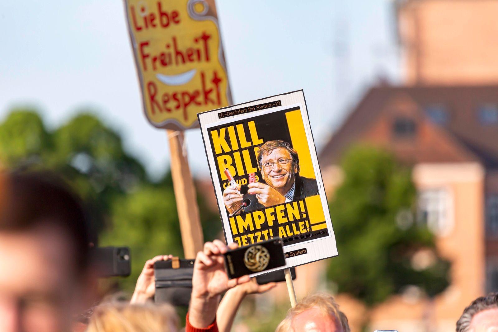 Deutschland, Baden-Württemberg, Stuttgart, 09.05.2020: 7. Mahnwache für das Grundgesetz. Mehrere Tausend Menschen demons