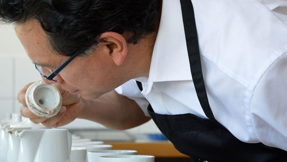 Kaffeetester bei der Arbeit: Feines Näschen, gutes Gehör