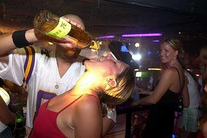 Nachtclub in Cancun: Studentin Janelle Kanovich, 22, bei der Tequila-Infusion