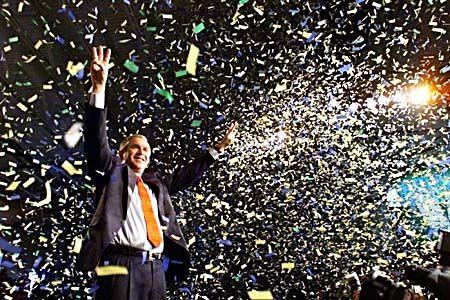 Hat nichts gegen Konfetti und Kohlendioxid in der Luft: US-Präsident George W. Bush