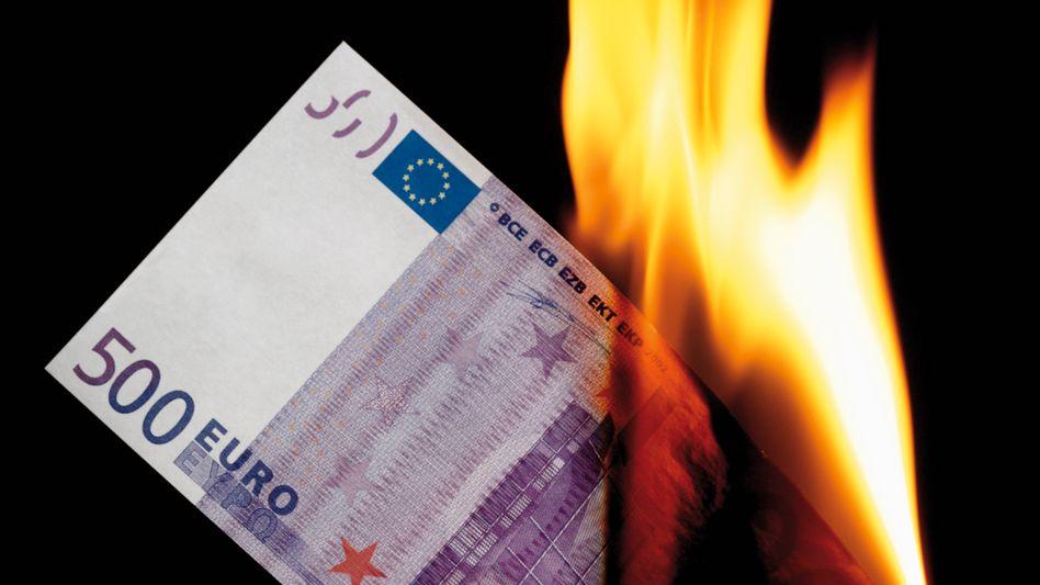 500-Euro-Schein in Flammen: Gesamtwert von fast 300 Milliarden im Umlauf