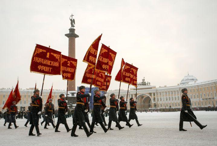 Soldaten bei der Parade in Sankt Petersburg
