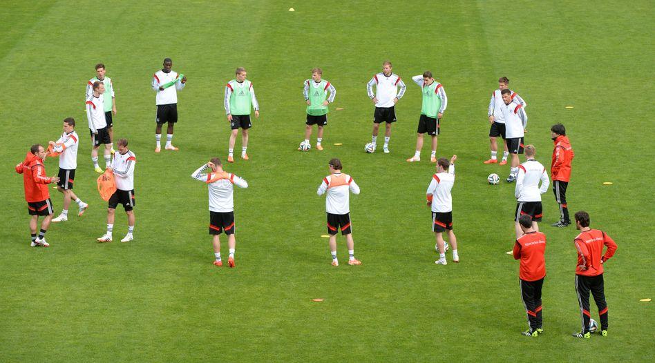 DFB-Training am Millerntor: Neutralisiertes Banner sorgt für Aufregung