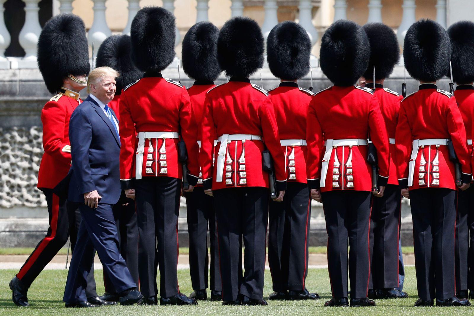 TOPSHOT-BRITAIN-US-POLITICS-DIPLOMACY-ROYALS