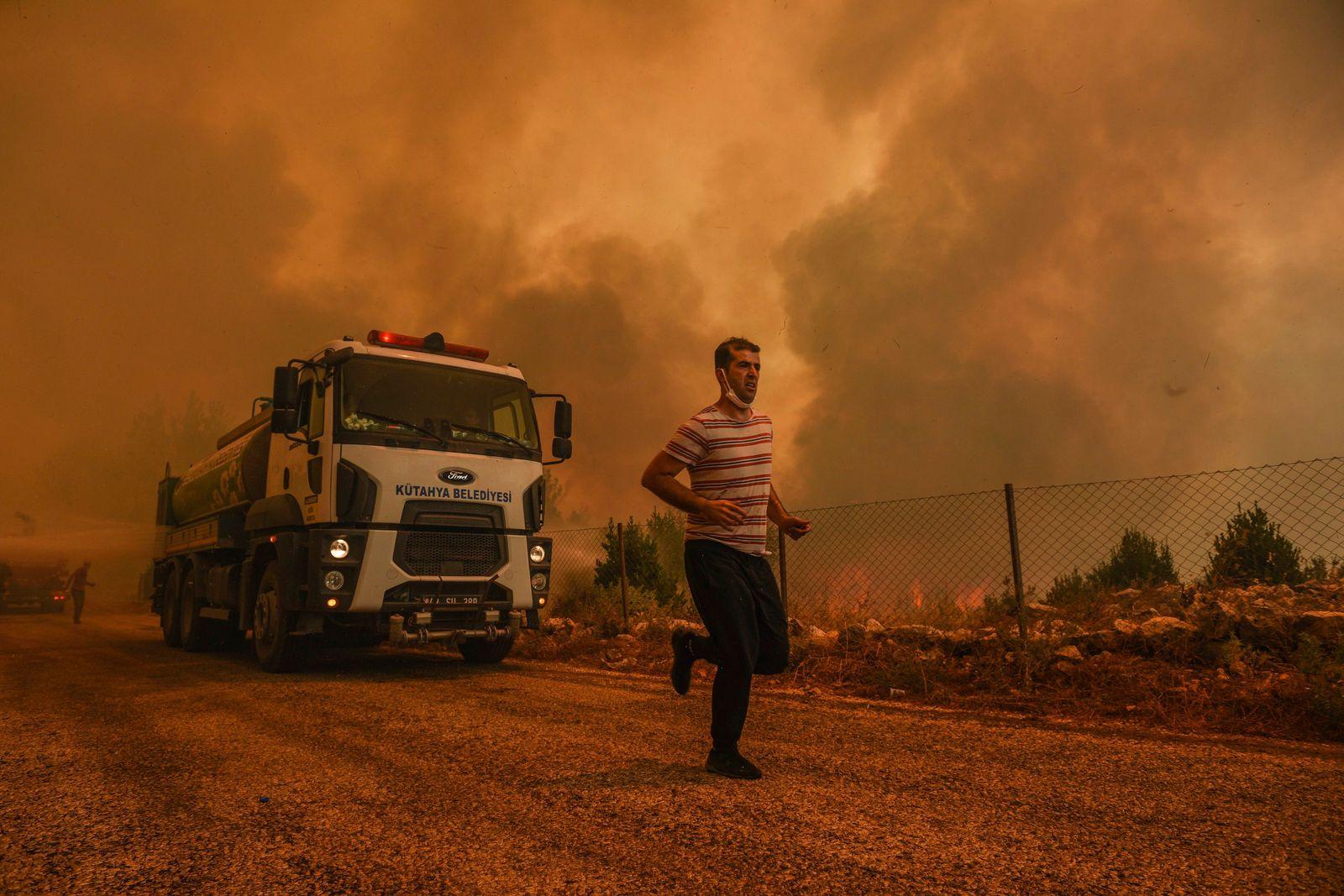 APTOPIX Turkey Wildfire