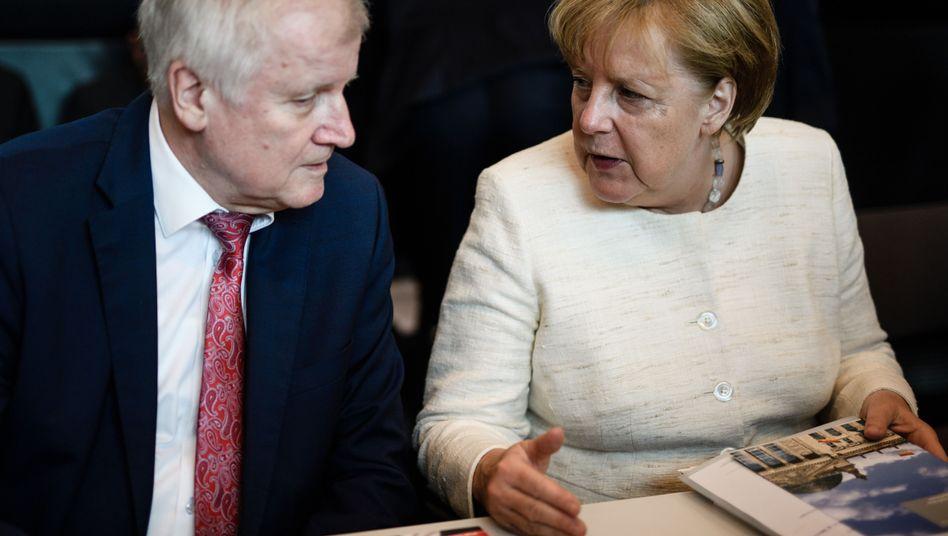 CSU-Chef Seehofer und CDU-Chefin Merkel