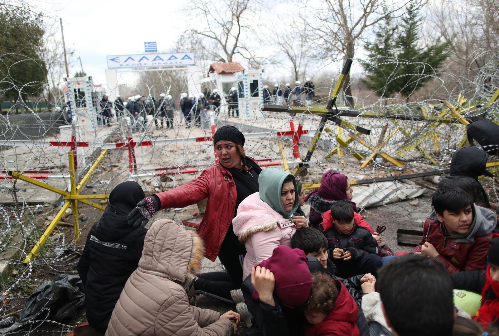 Refugees and migrants gather at Turkish-Greek land border, Edirne, Turkey - 29 Feb 2020