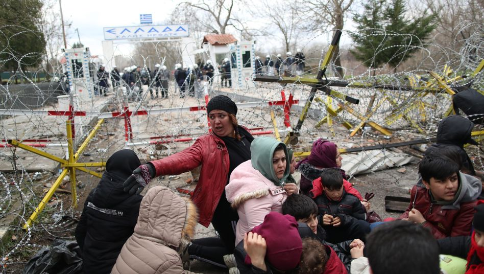 Migranten am Grenzübergang zu Griechenland