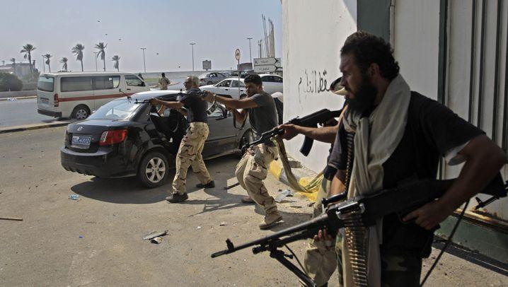 Rebellen in Tripolis: Gaddafis Machtzentrum fällt