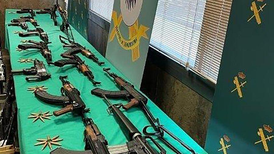 Nach der Razzia in Andalusien: Schnellfeuergewehre, Maschinenpistolen, fast 10 000 Schuss Munition