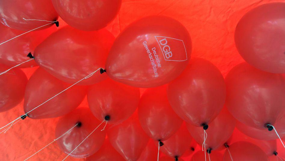 DGB-Luftballons: Leiharbeit soll nicht weiter betrieben werden
