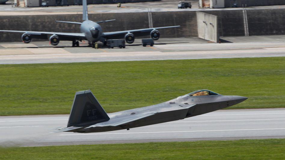 F-22-Jet auf dem Luftwaffenstützpunkt Kadena in Japan: Signal an Nordkorea
