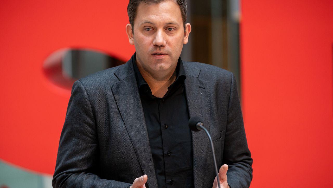 Ungarn: Lars Klingbeil erwartet scharfe Reaktion der EU uf Notstandsdekret von Orbán - DER SPIEGEL - Politik